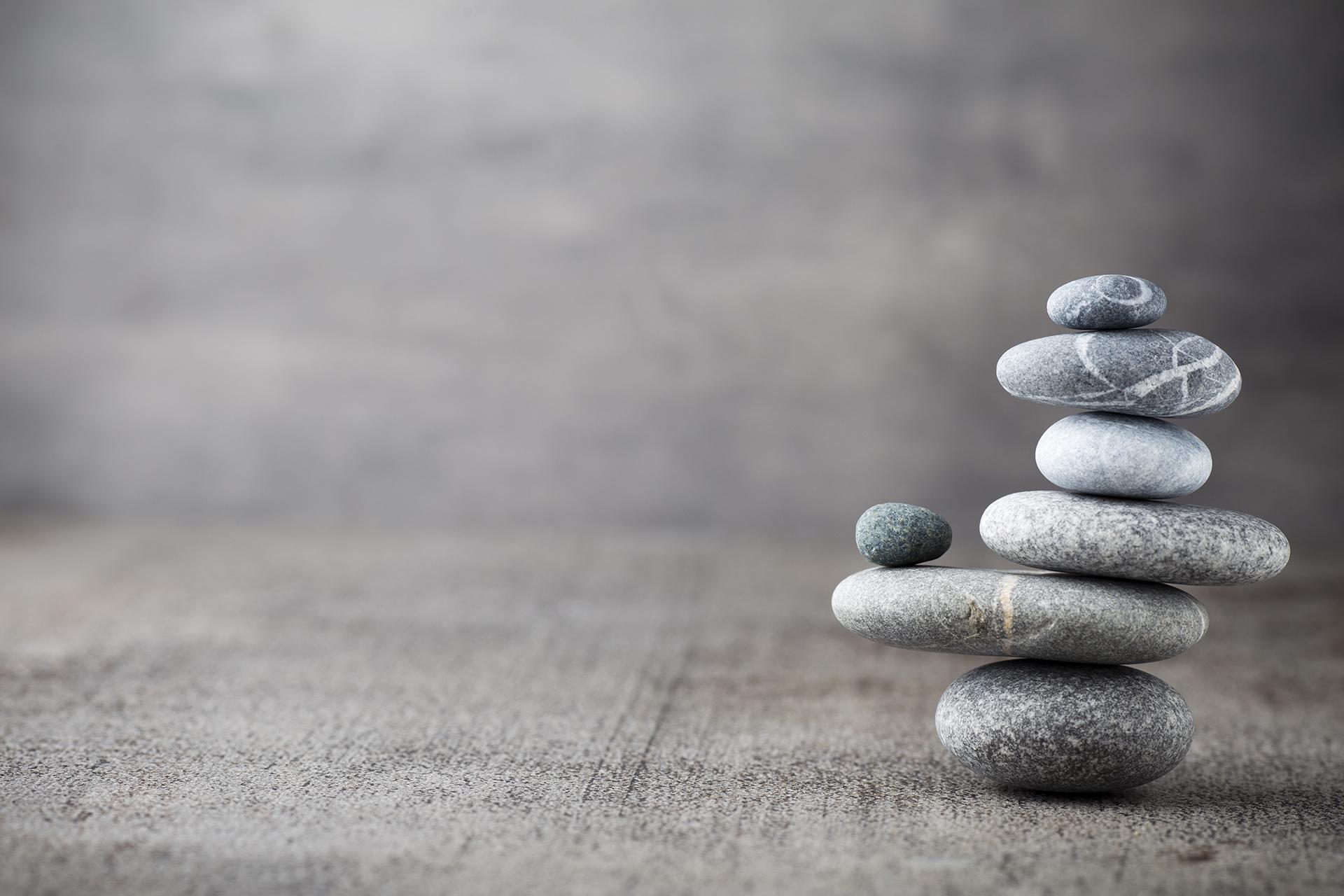 Lituskoja 'hierontakiviä', zen tyyppinen